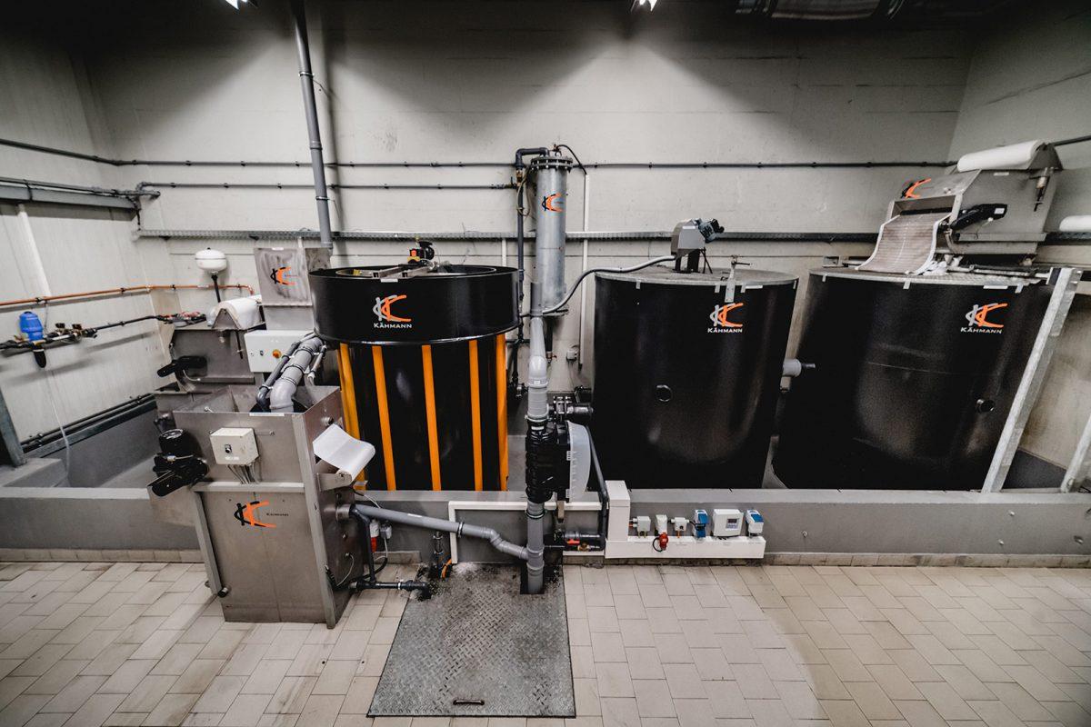 Wasseraufbereitungsanlage der industriellen Motor- und Triebwerkreinigung im Vollkreislauf